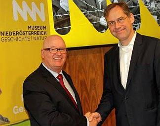 Gründungsdirektor Stefan Karner hat am 9. Jänner die wissenschaftliche Leitung vom Haus der Geschichte im Museum Niederösterreich an seinen Nachfolger Christian Rapp übergeben.  © Museum Niederösterreich