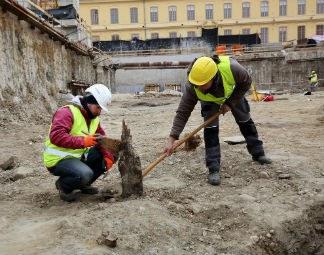 Mittelalterliche Uferbefestigung entdeckt: Bei den Aushubarbeiten für die Landesgalerie Niederösterreich wurde eine mittelalterliche Uferbefestigung entdeckt.